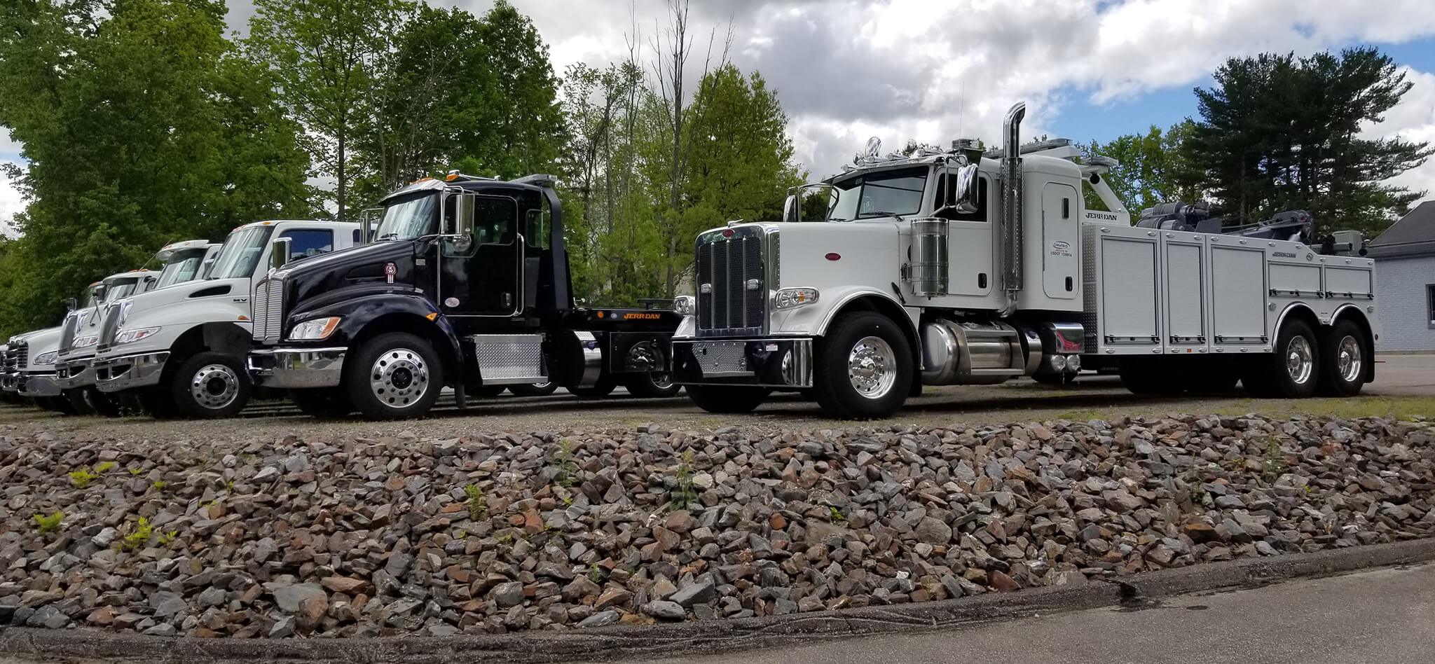 Used Trucks For Sale In Ma >> Crawford Truck Sales Lancaster Ma Specializing In Jerr